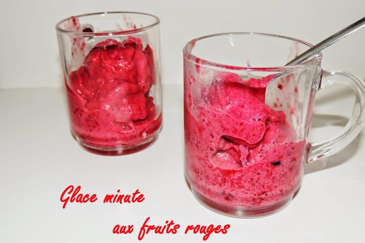 Glace express au yaourt et aux fruits rouges
