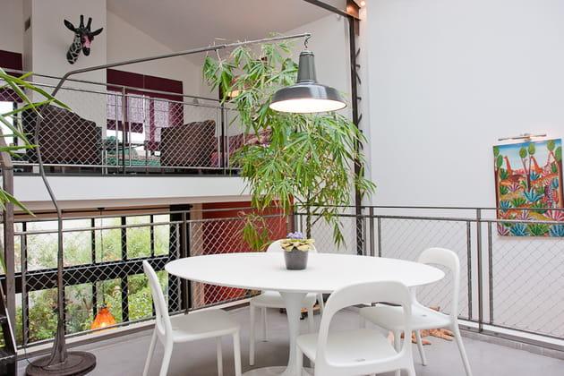 Une salle à manger au design contemporain et industriel