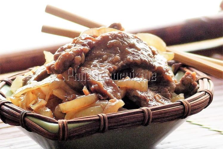Bœuf sauté aux oignons, à la sauce huître et soja
