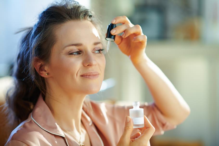 Le bakuchiol, zoom sur ce nouvel ingrédient anti-âge et anti-acné