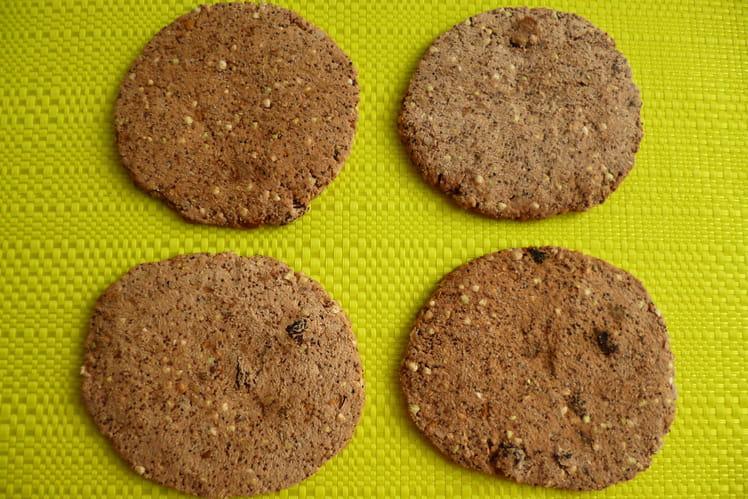 Cookies crus cacao coco sarrasin chia avec pommes, dattes, raisins, noix et noisettes