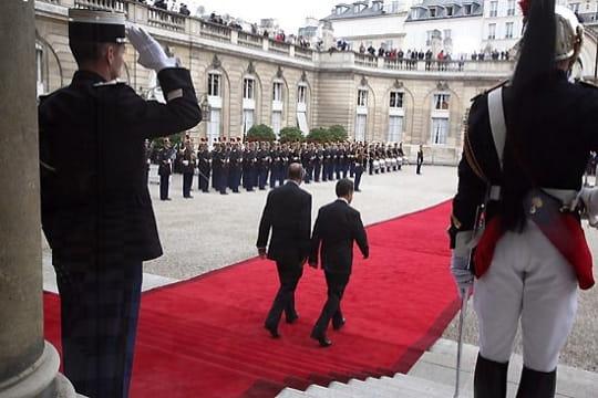 Jacques Chirac et Nicolas Sarkozy : passation de pouvoirs