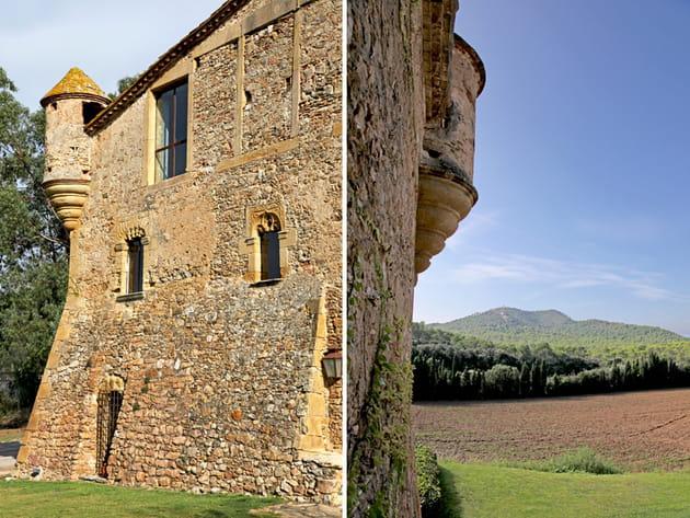 Déco moderne dans une ancienne ferme fortifiée