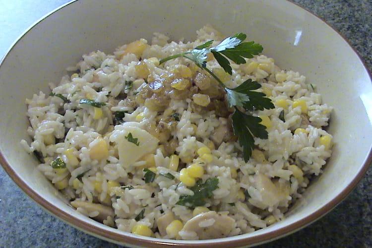 Salade de riz au poulet, à l'ananas et au brugnon