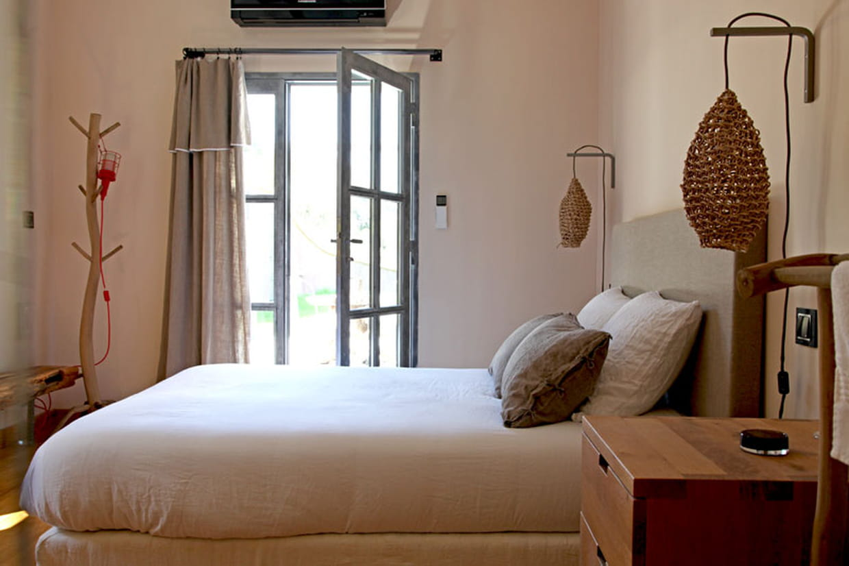 chambre en lumi re. Black Bedroom Furniture Sets. Home Design Ideas