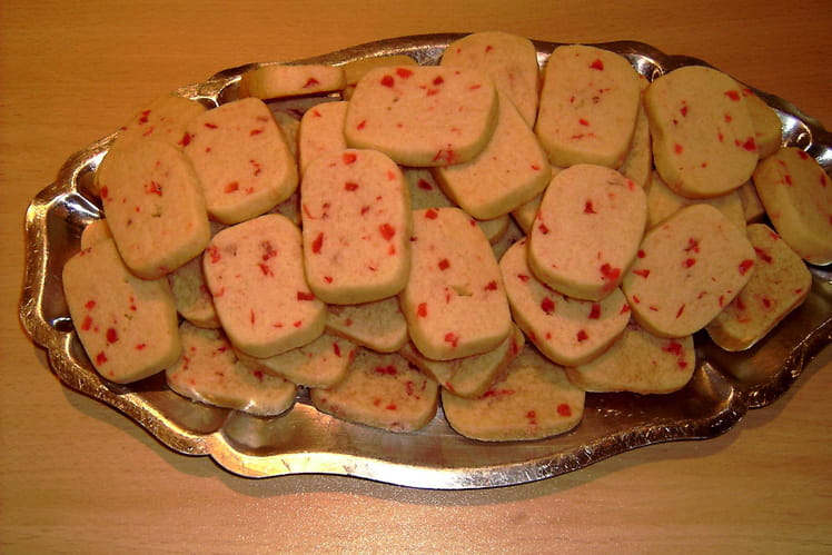 Biscuits carrés aux cerises