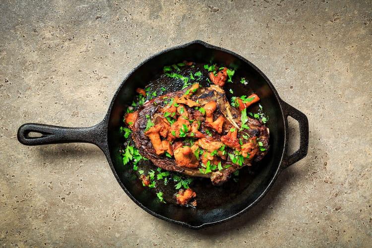 Côte de bœuf grillée et girolles au vinaigre
