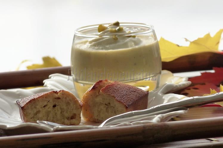 Verrines de crème dessert et financier à la pistache et à l'amande