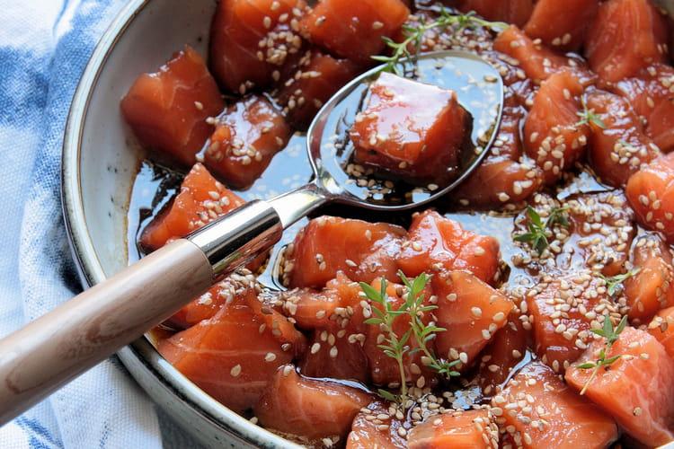 Saumon cru mariné à la sauce soja et graines de sésame