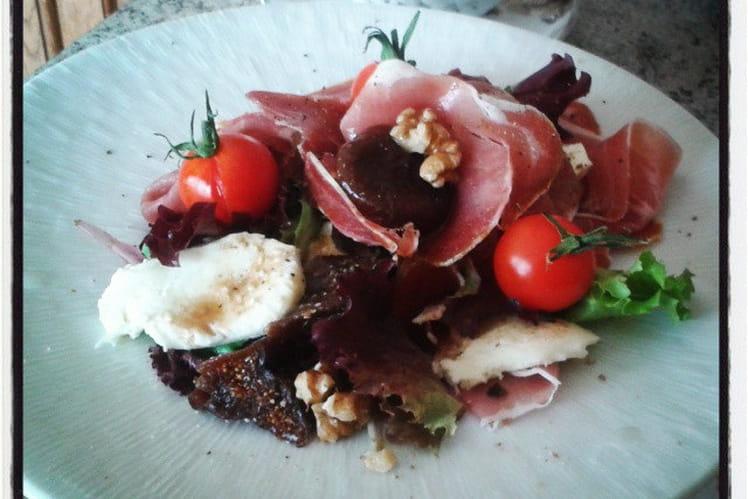 Salade d'automne au jambon cru, figues et noix