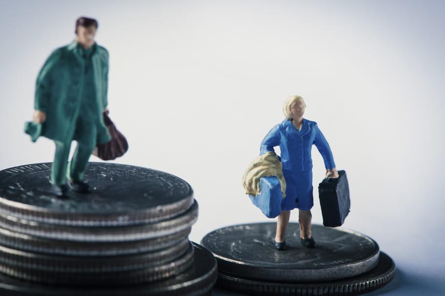 """Femmes confinées, femmes """"surchargées"""": la crise creuse les inégalités de genre"""