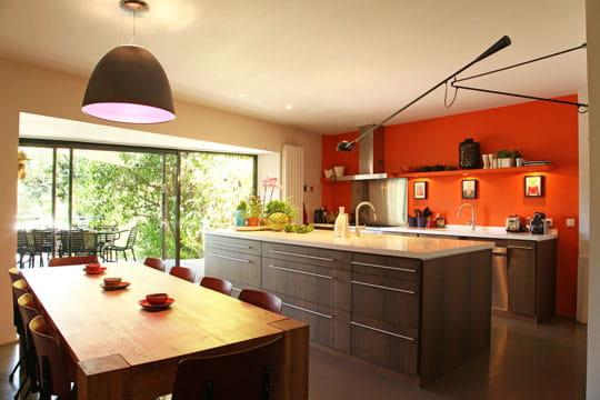 Une cuisine pièce à vivre