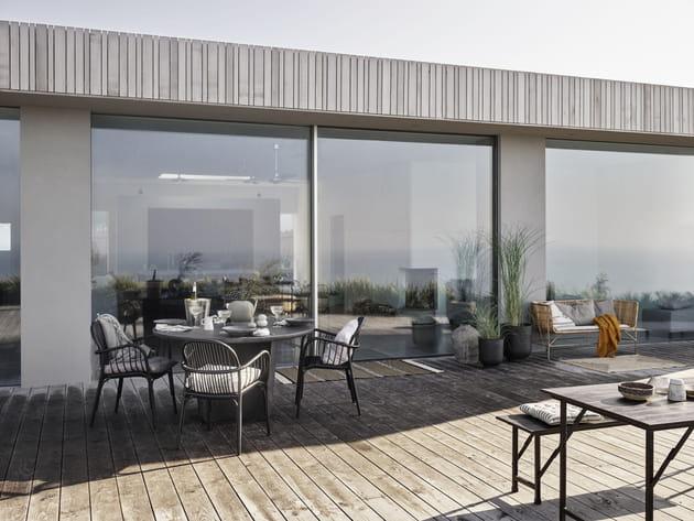 Une terrasse en bois clin d'œil au bardage de la maison