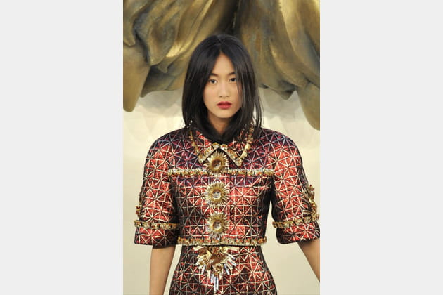 Le tailleur brodé de têtes de lions du défilé Chanel haute couture automne-hiver 2010-2011