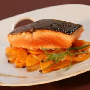saumon laqué au miel de soja, carottes caramélisées