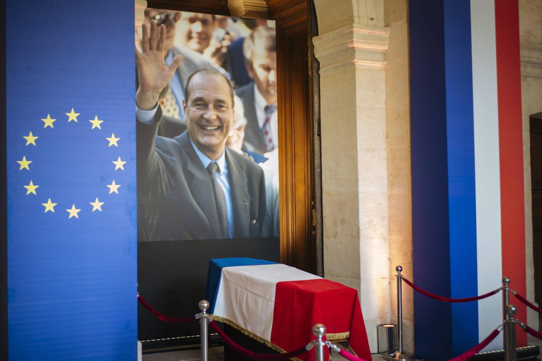 Hommage populaire à Jacques Chirac: Bernadette Chirac absente, les Français en pleurs