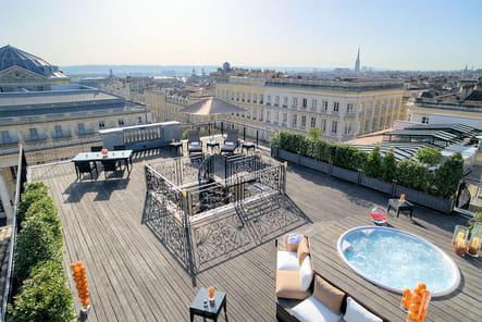 Comble du luxe, une vue panoramique sur la ville de Bordeaux