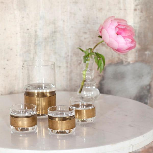 carafe et gobelets en verre et cuivre chez maison aimable. Black Bedroom Furniture Sets. Home Design Ideas