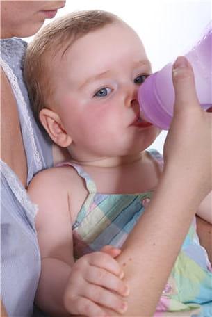 il est important de faire boire les enfants atteints de gastroentérite pour