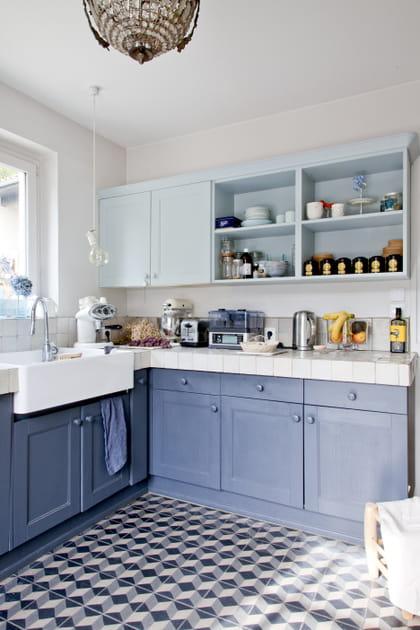 Une cuisine en L bleu lavande