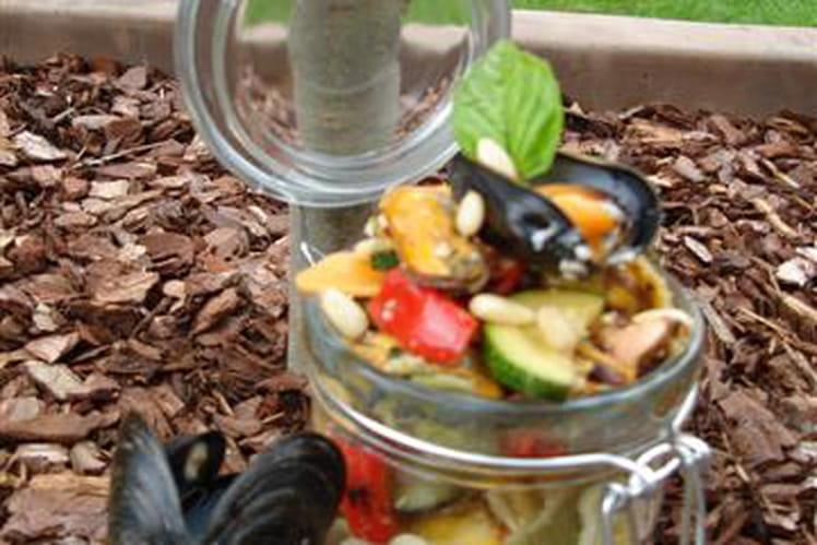 Salade aux légumes grillés, moules et pistou