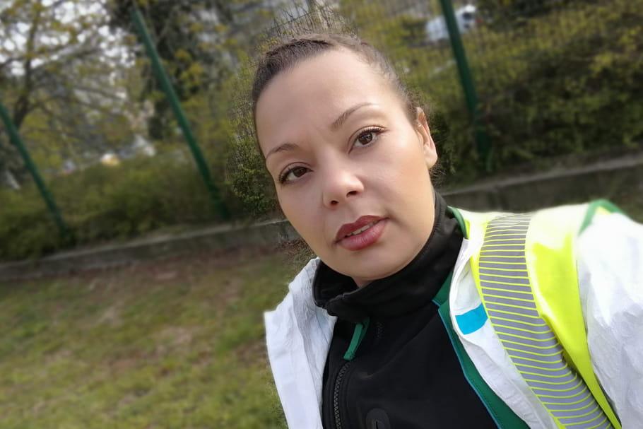 """Aïcha, femme éboueure à Paris: """"On encaisse la détresse humaine"""""""