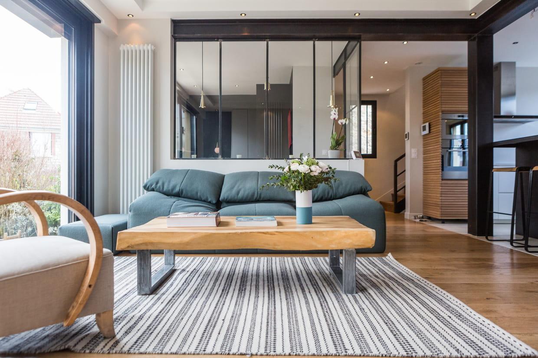 salon bleu clair et bois. Black Bedroom Furniture Sets. Home Design Ideas