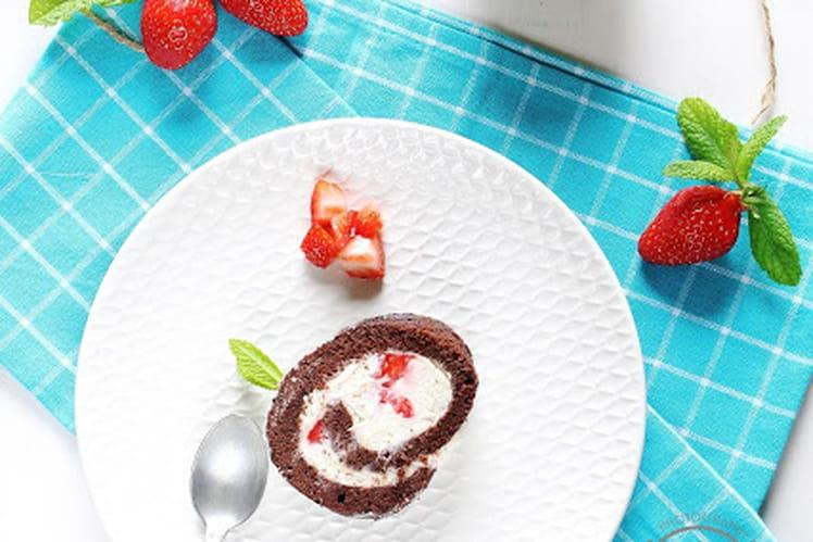 Roulé au chocolat, fraises et chantilly-mascarpone