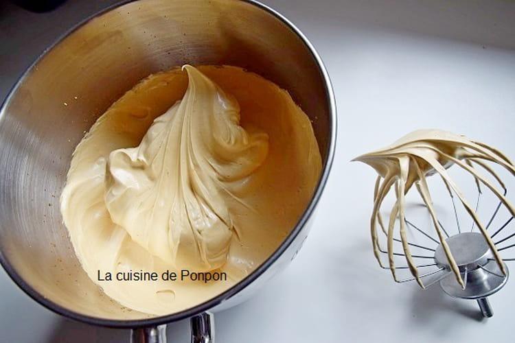 Chantilly hyper légère, sans matière grasse, avec de l'eau et du café, vegan