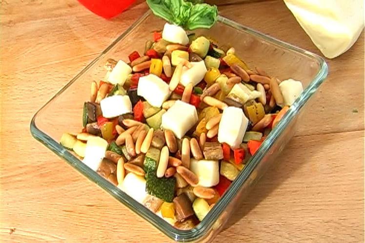 Salade de légumes d'été grillés et dés de Reblochon
