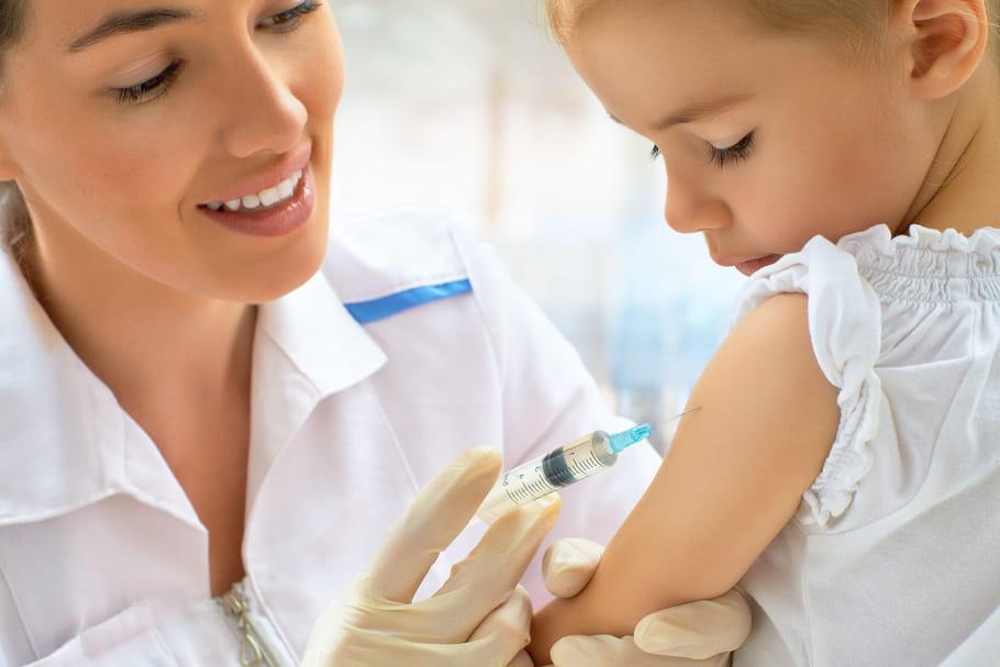 Vaccin contre la rougeole (ROR): âge, rappels, efficacité