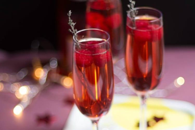 Cocktail de champagne aux fruits rouges