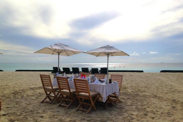 Un luxueux petit déjeuner sur la plage, un décor inimaginable
