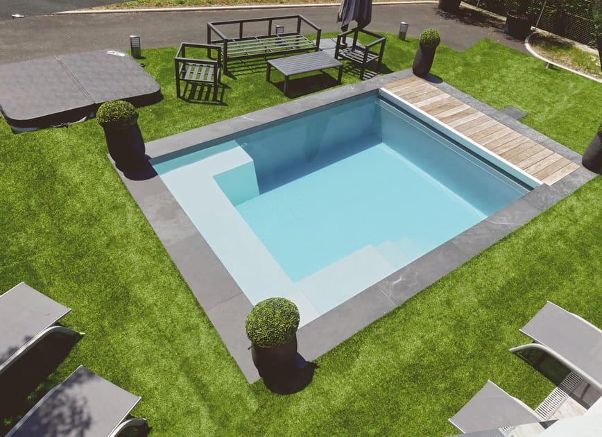 Une piscine carrée hyper design