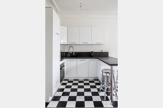 Du carrelage damier noir et blanc en cuisine