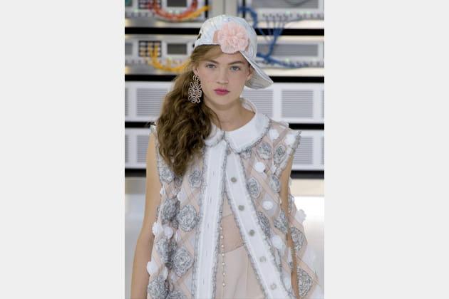 La casquette camélia du défilé prêt-à-porter printemps-été 2017