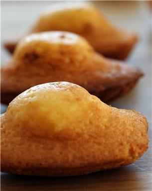 1 madeleine ne dépasse pas les 100 kcal.