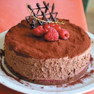 entremet praliné chocolat et soupçon de fruits rouges