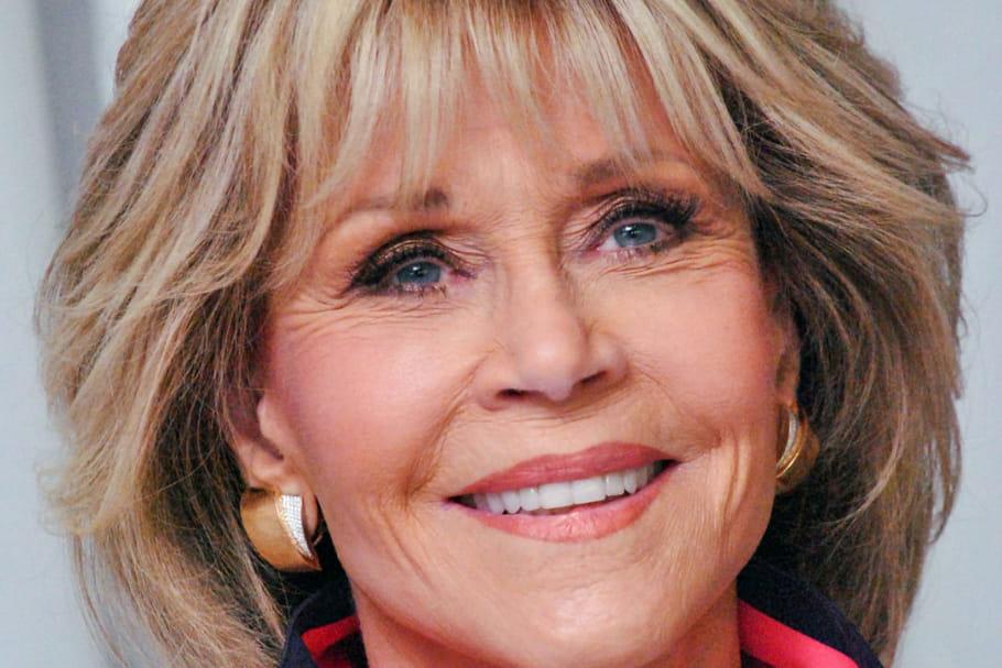 Jane Fonda, son beauty look rosé