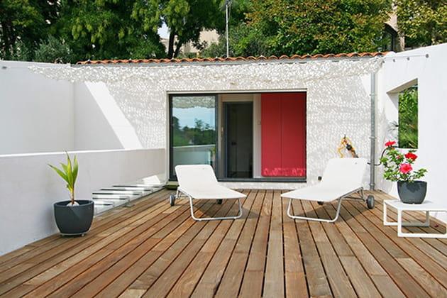 un toit terrasse. Black Bedroom Furniture Sets. Home Design Ideas