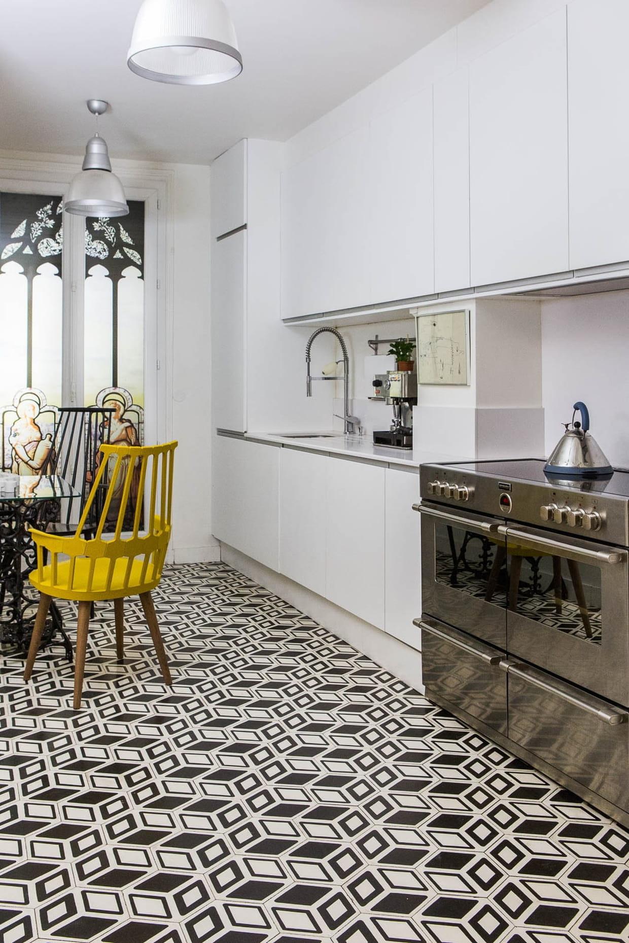 une cuisine avec carreaux de ciment