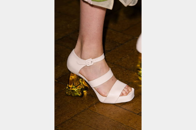 Les chaussures à talon plexi du défilé Simone Rocha