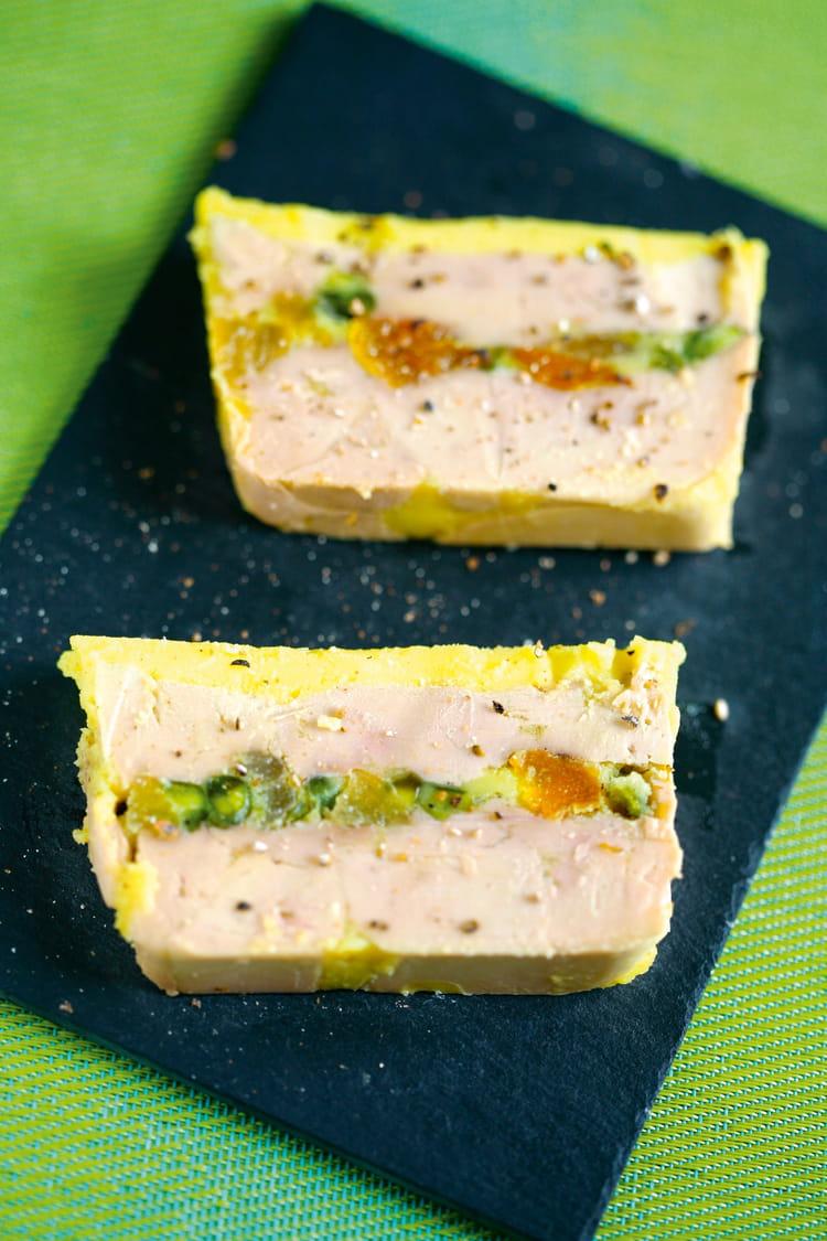 Recette de terrine de foie gras de canard aux abricots et - Recette foie gras en terrine ...