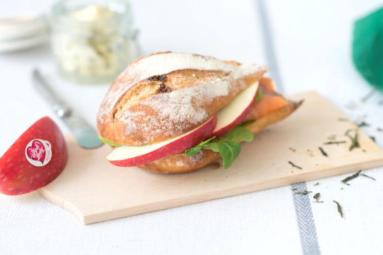 Sandwichs pommes, truite et beurre au thé fumé