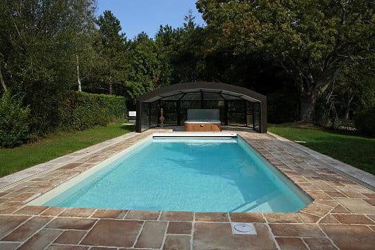 Une piscine enterrée classique