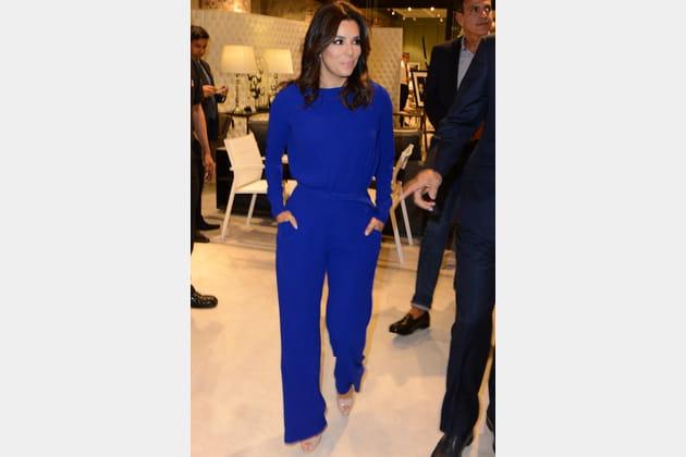 Eva Longoria en combinaison bleu électrique