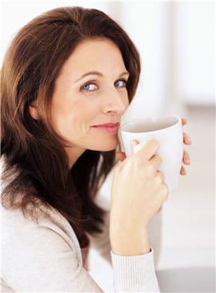 les boissons chaudes comme le thé permettent de faire travailler les reins et