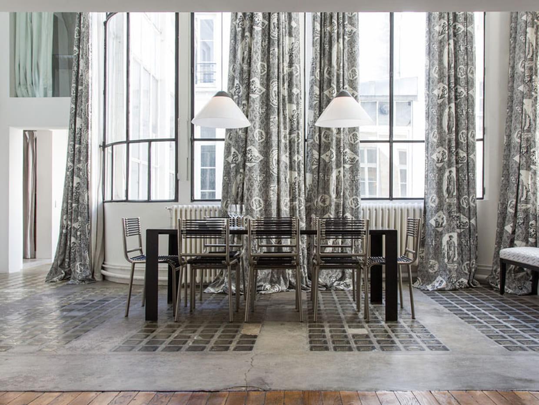 une v randa centrale avec salle manger. Black Bedroom Furniture Sets. Home Design Ideas