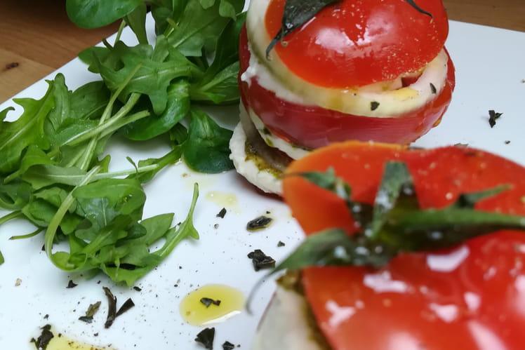 Mille-feuille de tomate, mozzarella et pesto