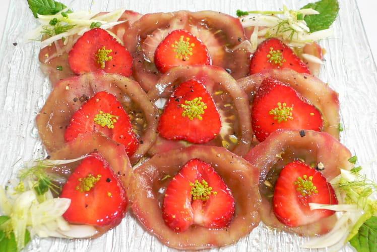 Tomates cacao, fenouil et fraises en salade